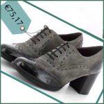 Le scarpe francesine in camoscio